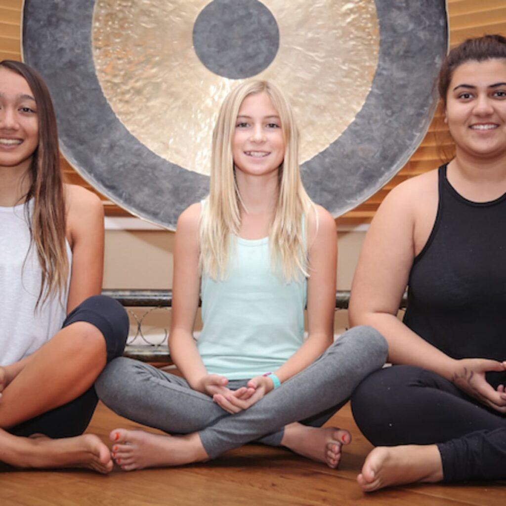 yoga voor jongeren bij de magische poort